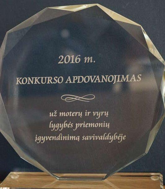 Moterų ir vyrų lygybės priemonės Alytaus rajono savivaldybėje įvertintos apdovanojimu