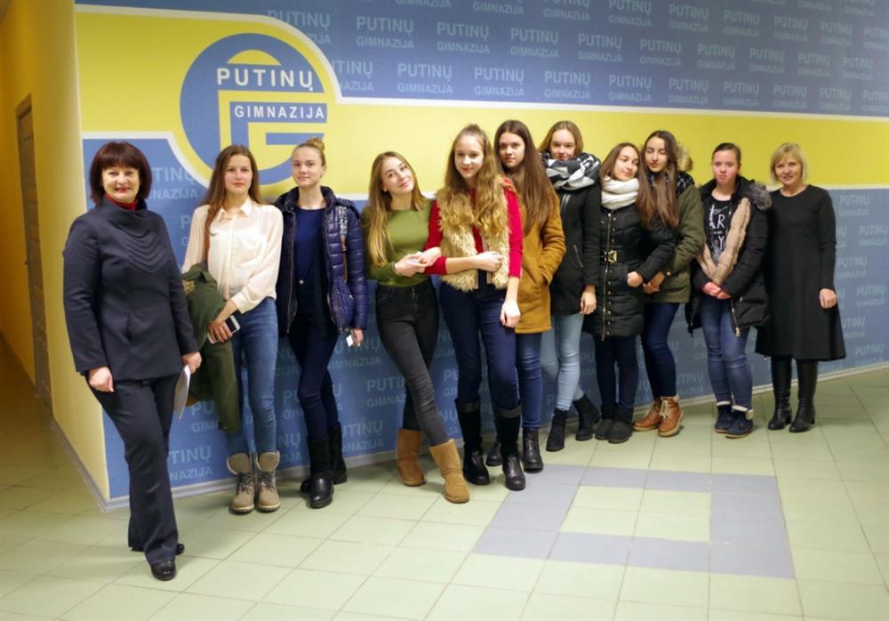 Putinų gimnazija dienai virto modernaus ugdymo muziejumi, gimnazistai – gidais