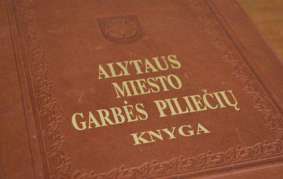 Į Alytaus miesto garbės piliečio vardą pretenduoja du alytiškiai 10