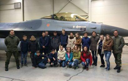 Butrimonių gimnazijos jaunieji šauliai lankėsi Karinių oro pajėgų Aviacijos bazėje Zokniuose