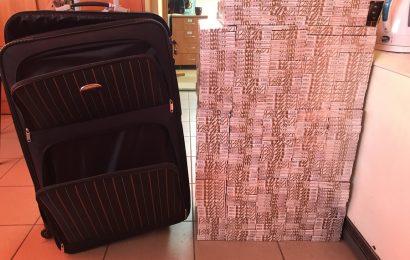Varėnos rinktinės pareigūnai sulaikė vilnietį lagaminuose gabenusį cigaretes