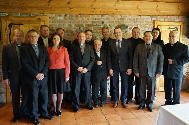 Prie bendro pietų stalo – rajono vadovai ir kunigai
