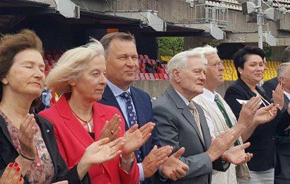 """Jo ekscelencija Valdas Adamkus: """"Butrimoniškių tradicija suburti mokinius skatina visapusį tobulėjimą"""""""