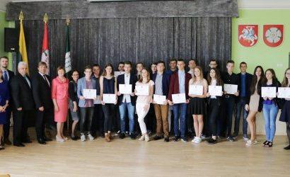 Pirmoji gimnazistų laida baigė Alytaus ekonomikos ir verslo akademiją