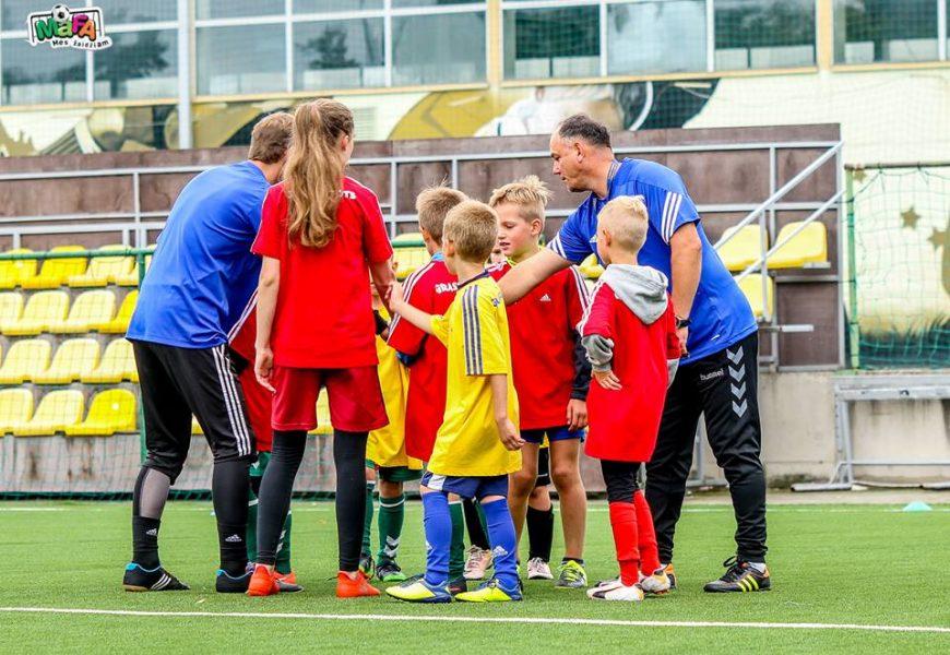 Futbolo entuziastus subūrė kursai, kaip šiuo sportu sudominti vaikus