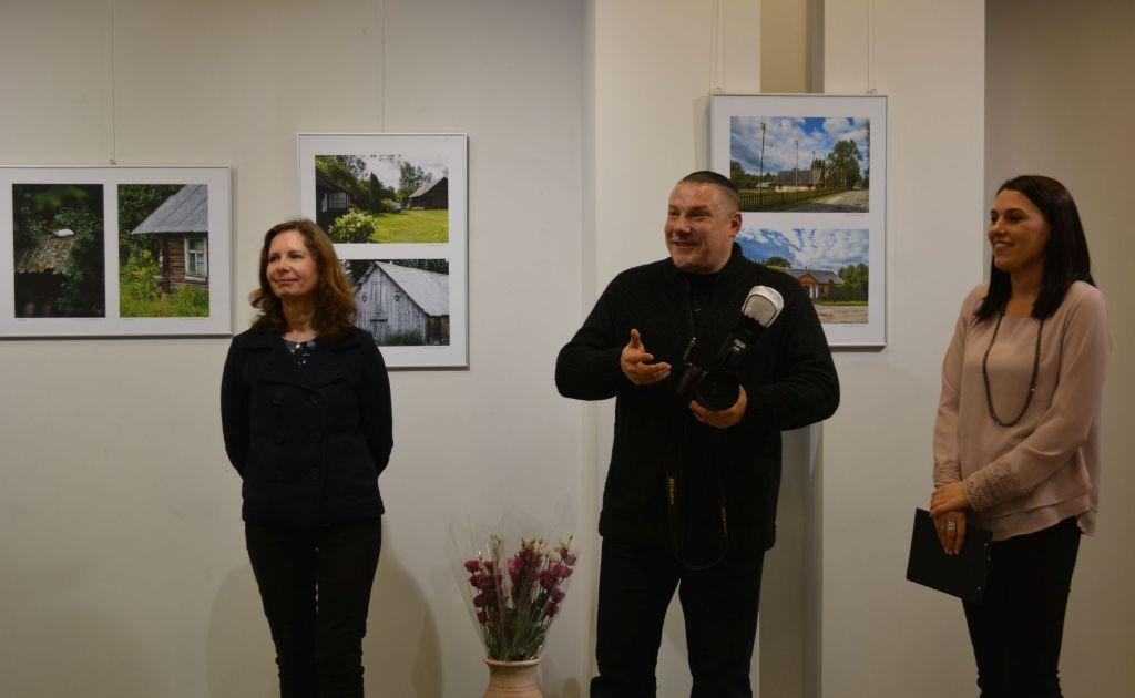 """Varėnoje atidarytoje fotografijų parodoje """"Dzūkijos veidas"""" – Varėnos krašto autentika"""
