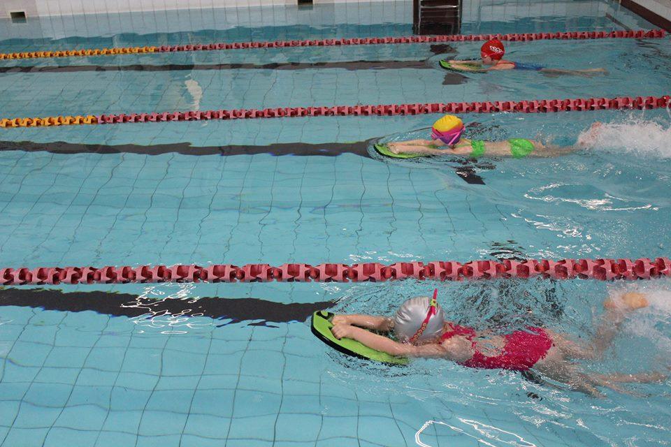 """Vilniuje plaukimo varžybose """"Olimpinė vaikų fiesta"""" iškovota 10 medalių!"""