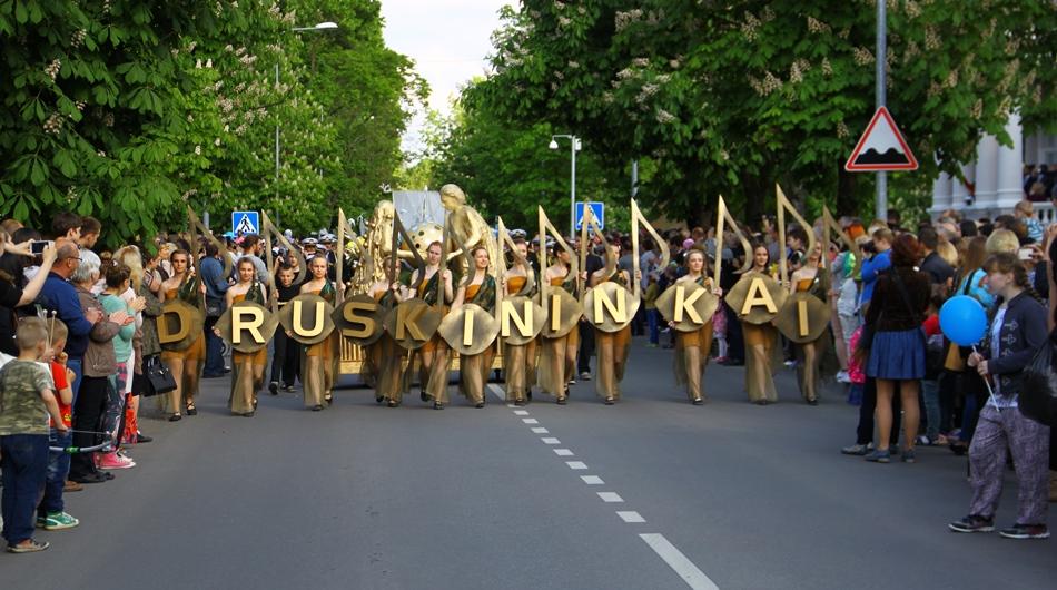 """Druskininkų miesto šventėje – """"gyva"""" vėliava"""