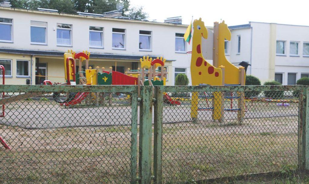 Alytaus darželių tvoras papuoš nuotaikingi logotipai