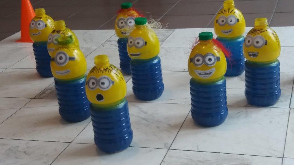 Vaikai plastiko pakuotes pavertė žaviomis lesyklėlėmis