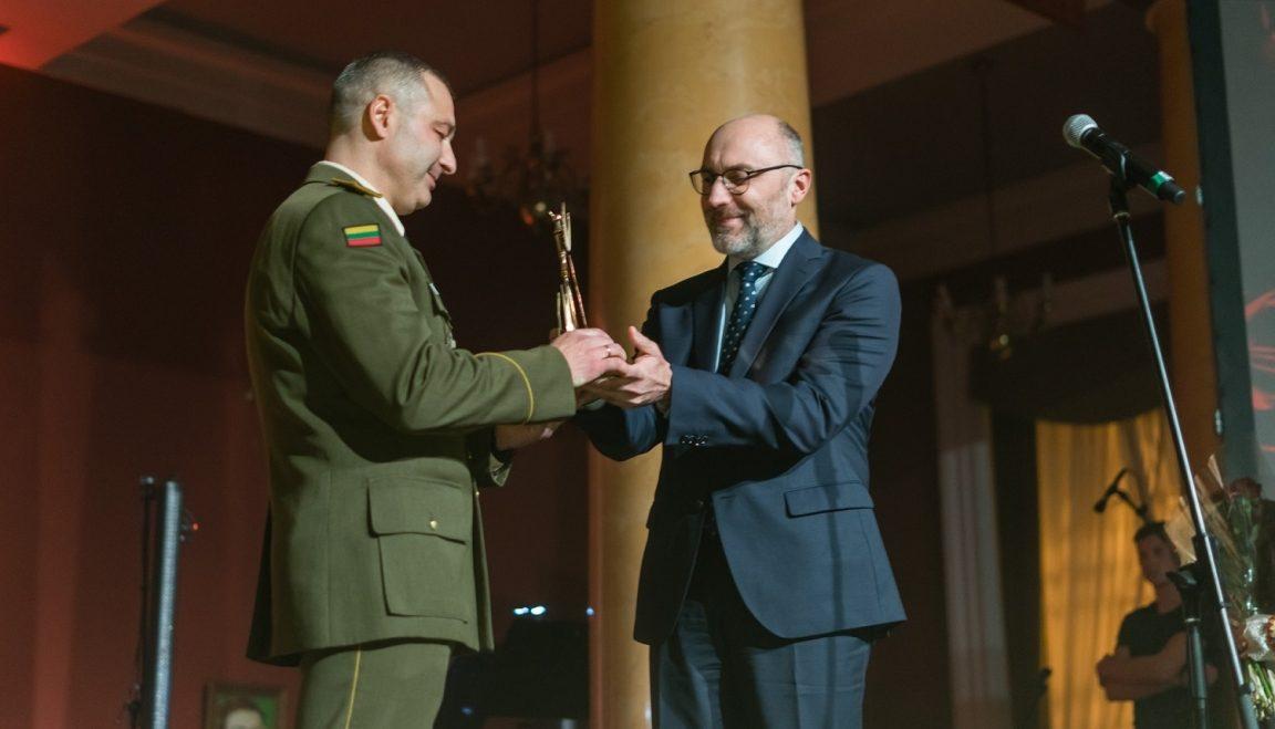 Dainavos apygardos 1-osios rinktinės kariams – prestižinis apdovanojimas už kultūrinę partnerystę