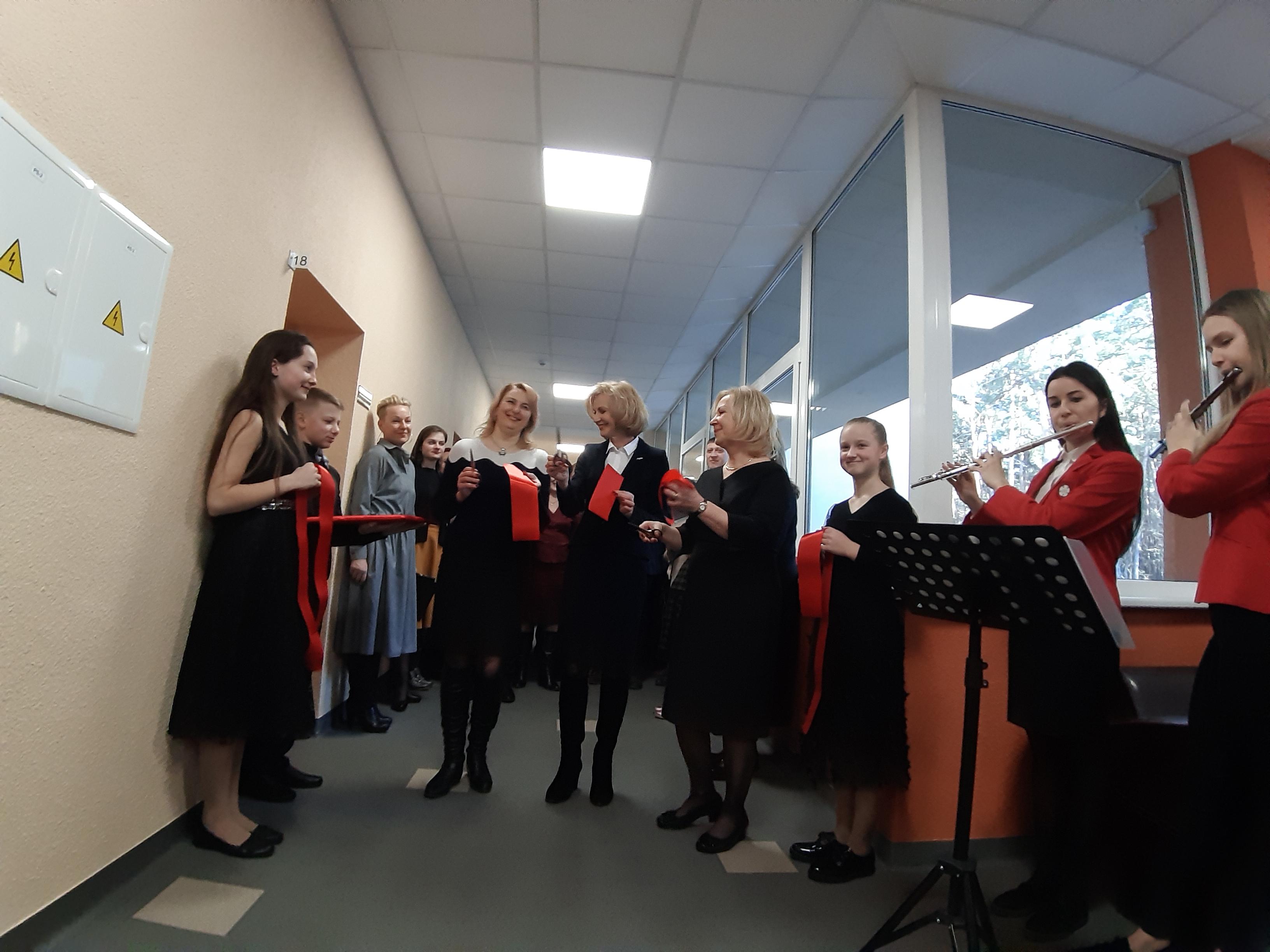 Skambantis sugrįžimas: Alytaus muzikos mokyklos bendruomenė džiaugiasi atnaujintomis patalpomis