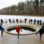 Kovo 11-ąją Alytaus sveikuoliai paminėjo maudynėmis Dailidės ežerėlyje 2