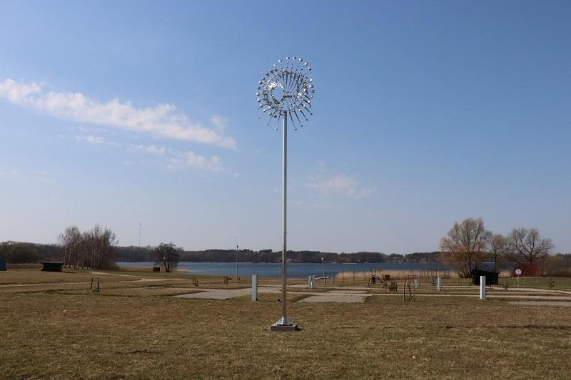 Alytaus rajone įkurdintai skulptūrai išskirtinumo suteikia vėjas (video)