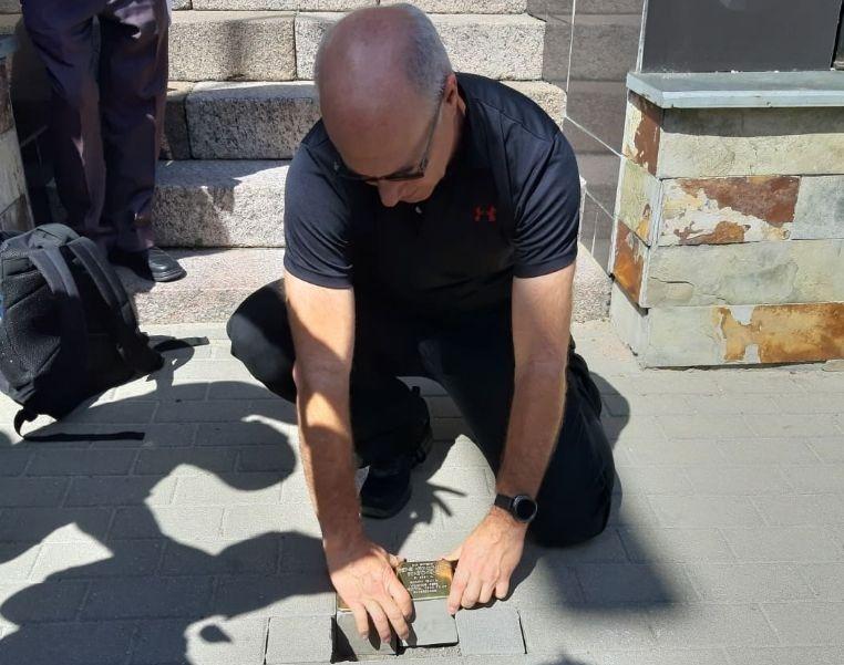 Alytuje prieškariu gyvenusi garsi žydų šeima pagerbta atminimo akmenimis
