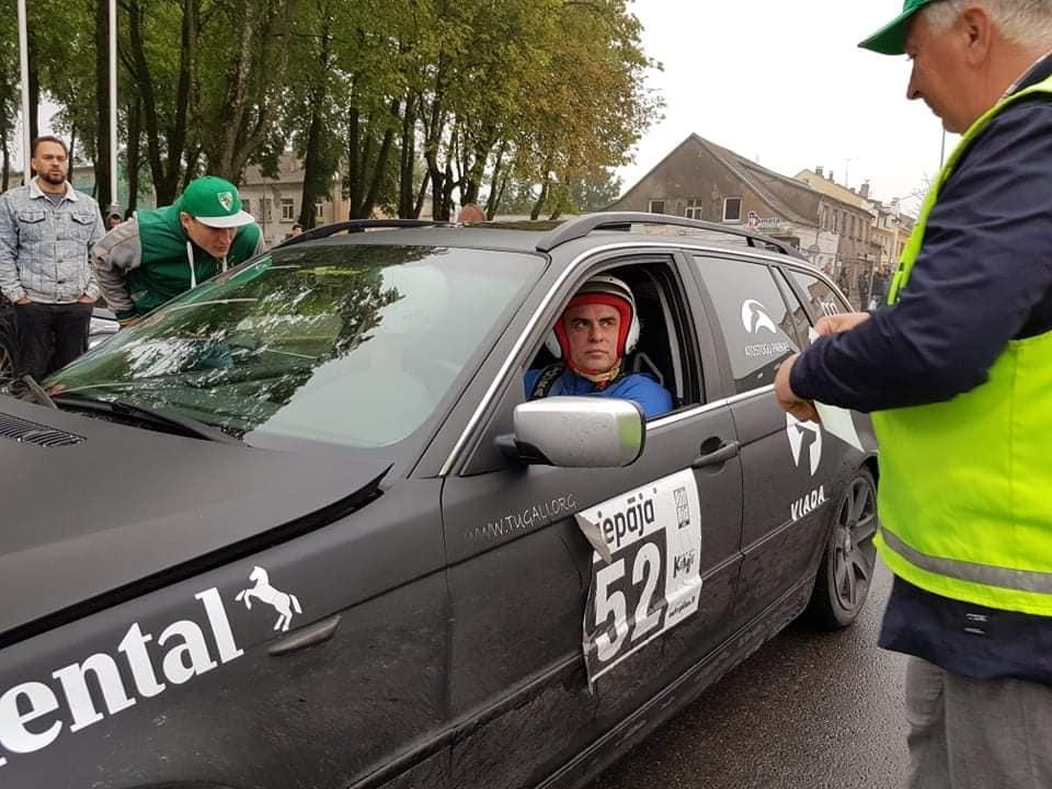 Simniškį lenktynininką nuo tūkstantinių ralio nuostolių išgelbėjo Latvijos policijos bauda