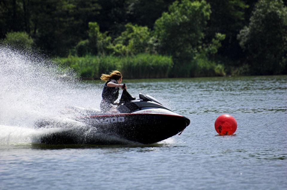 Vyriausybė nusprendė: vandens motociklams Daugų ežere – ne vieta