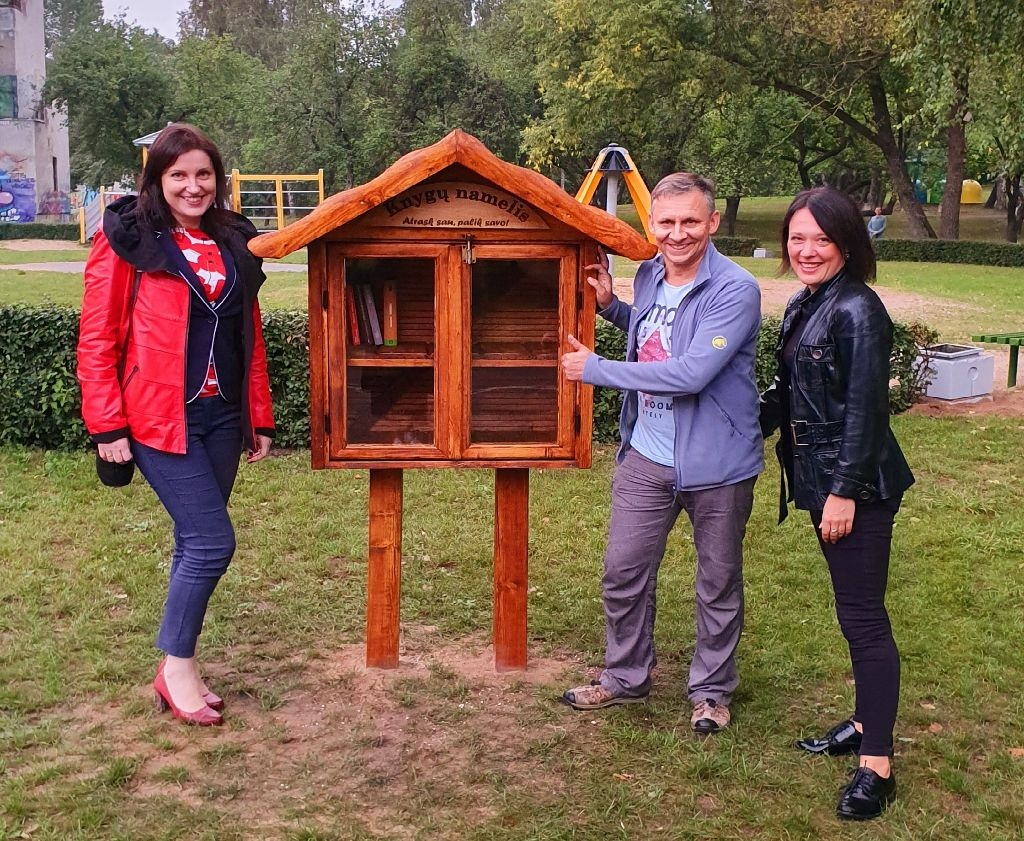 Jaunimo parke pastatytas knygų namelis laukia norinčių skaityti ir dalintis 3