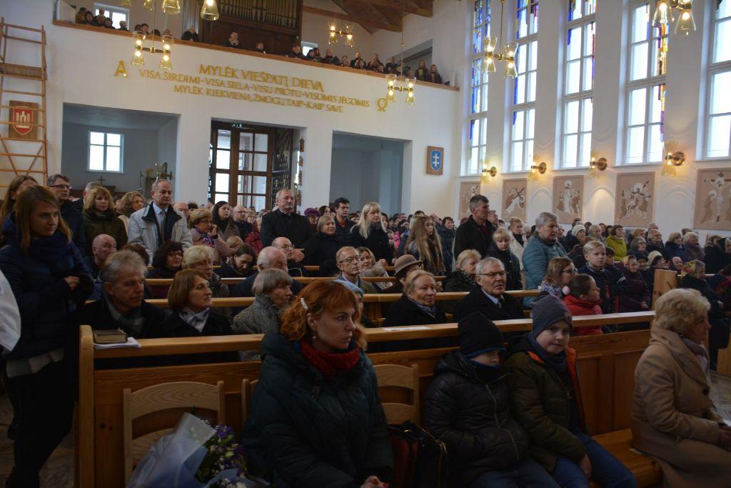 Senosios Varėnos bažnyčios jubiliejaus proga dovaną įteikė ir Popiežius Pranciškus 3