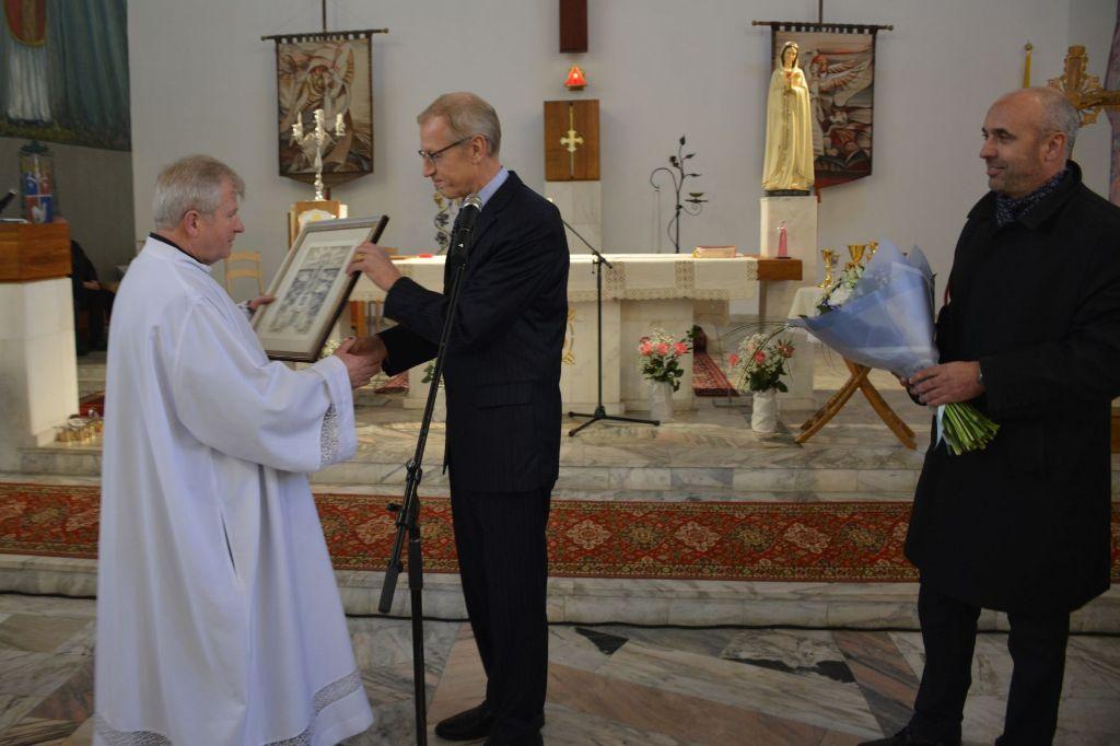 Senosios Varėnos bažnyčios jubiliejaus proga dovaną įteikė ir Popiežius Pranciškus 7