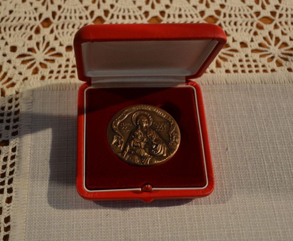 Senosios Varėnos bažnyčios jubiliejaus proga dovaną įteikė ir Popiežius Pranciškus 4
