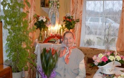 Šimto metų senolė sulaukė sunkiai dirbdama ir melsdamasi