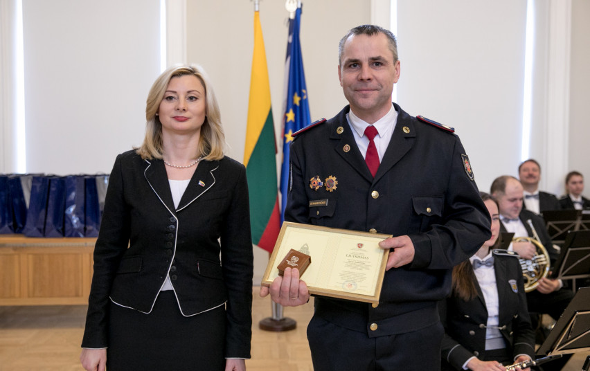 Apdovanojimai už pavyzdingą tarnybą - ir Alytaus apskrities pareigūnams 1