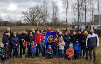 Likiškių parke pasodinta 30 naujų jubiliejinių ąžuoliukų
