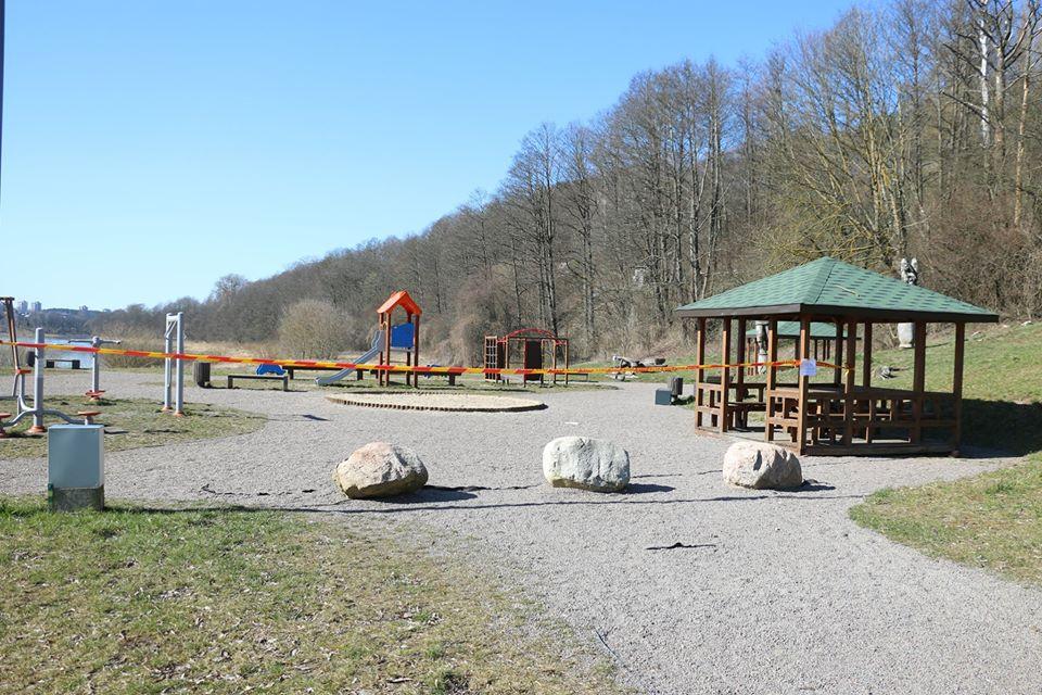 Savivaldybė drausmina karantino nepaisančius tėvus - uždaromos vaikų žaidimų aikštelės 2