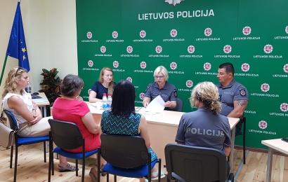 Institucijos skambina pavojaus varpais ir telkiasi dėl smurto artimoje aplinkoje problemos