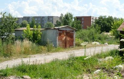 Savivaldybė dar kartą ragina nusikelti garažus Kalniškės gatvėje