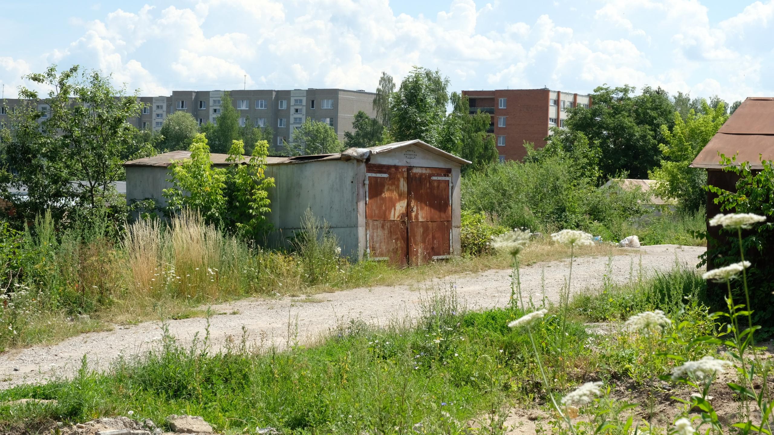 Savivaldybė dar kartą ragina nusikelti garažus Kalniškės gatvėje 1