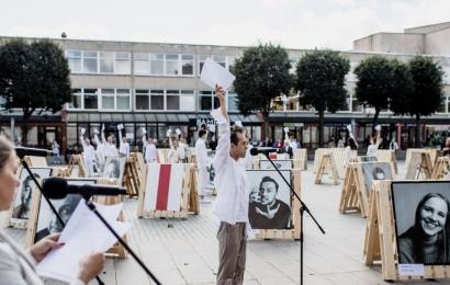 Naujasis Alytaus miesto teatro sezonas prasidėjo solidarumo akcija