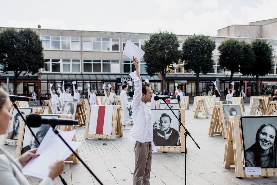 Naujasis Alytaus miesto teatro sezonas prasidėjo solidarumo akcija 1