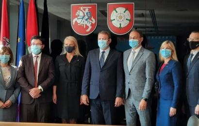 Rumunijos ambasadorius Alytuje: tiesia tiltus su Focsani miestu