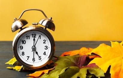 Sekmadienį atšaukiamas vasaros laikas – nepamirškite persukti laikrodžių