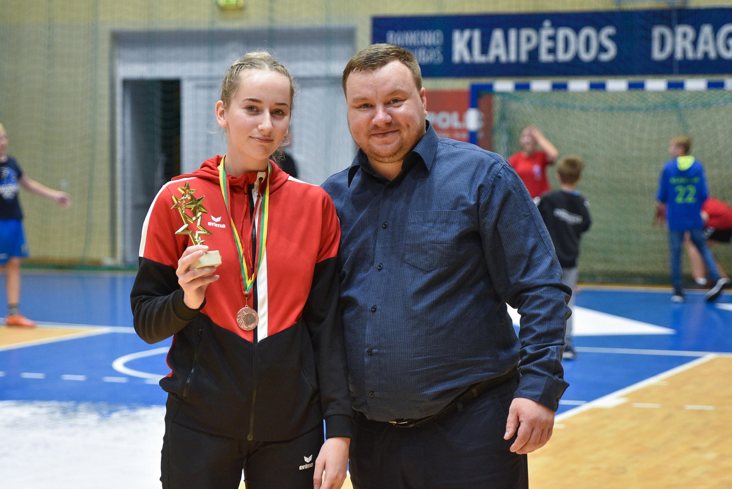 Jaunosios Alytaus rankininkės šalies čempionate iškovojo bronzos medalius 2