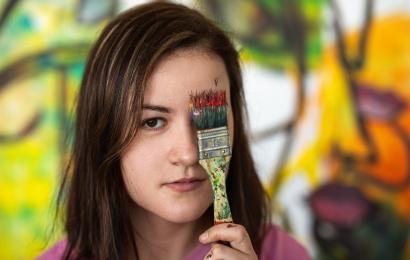 Jaunojo menininko stipendijos laimėtoja alytiškiams žada atskleisti moterų išgyvenimus