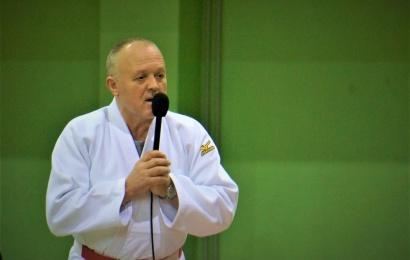 Dziudo treneris Zenius Vencevičius neatsispyrė auklėtinių prašymui: treniruotes surengė parke