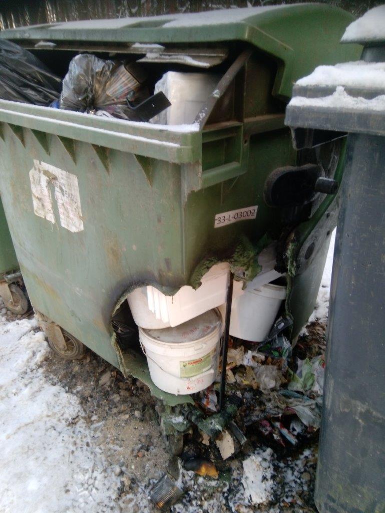 Sudegęs konteineris: papildomos problemos, nuostoliai ir tarša