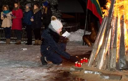 Laisvės gynėjų 30-metis Alytaus rajone: suliepsnos atminimo žvakės ir laužai