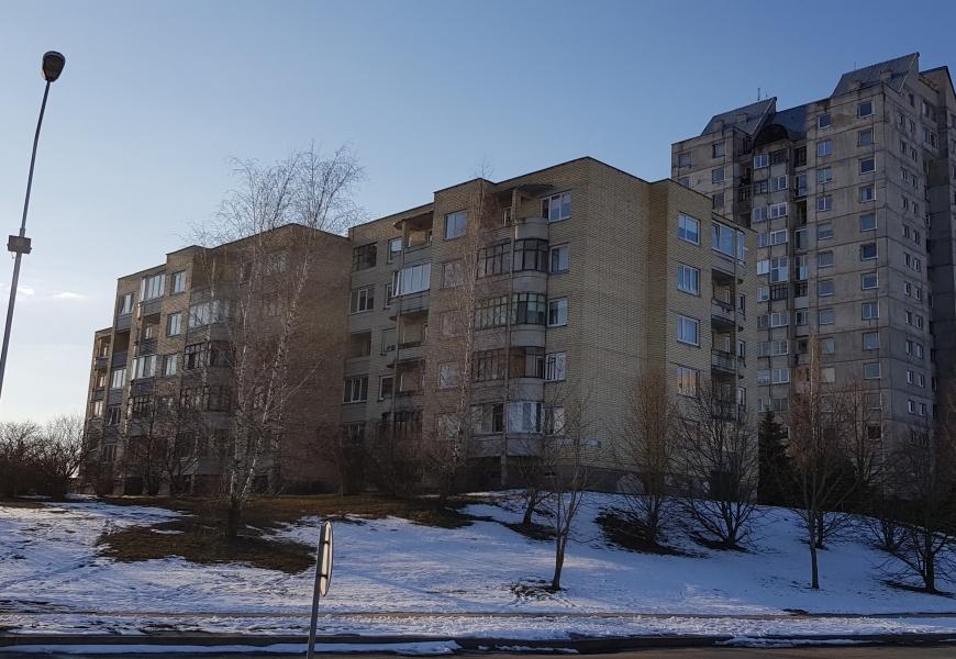 Per dešimtmečius apkartusi kaimynystė: bendrija skendi skolose, ginčus sprendžia teismai