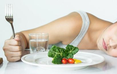Psichologėpataria: kaip turėtų elgtis tėvai, jei vaikas save alina dietomis?