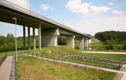 Tūkstantmečio tiltu važiuos sunkiasvorė karinė technika