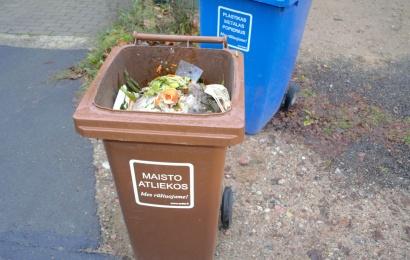 Jūs klausiate – ARATC atsako: ar galima žaliąsias atliekas mesti į maisto atliekų konteinerius?
