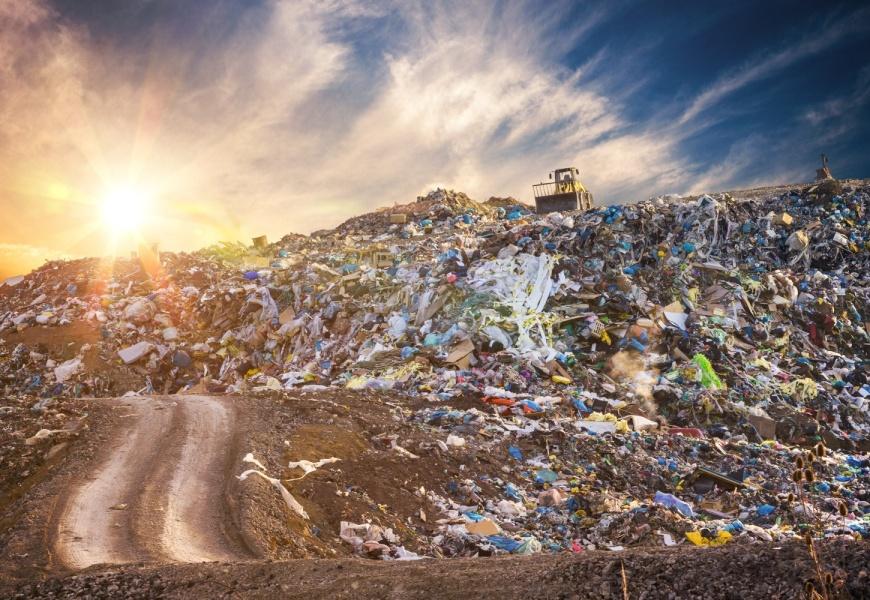 Ant Seimo stalo – regionų gyventojus parklupdyti besikėsinantis atliekų šalinimo mokestis