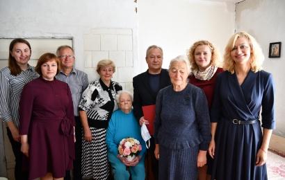 Šimtąjį jubiliejų Alytaus rajono gyventoja sutiko vaikų apsuptyje
